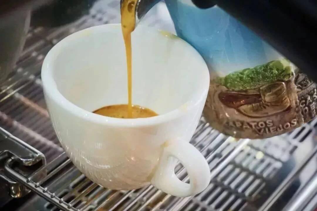 【泽大咖啡】咖啡香味,与江依偎