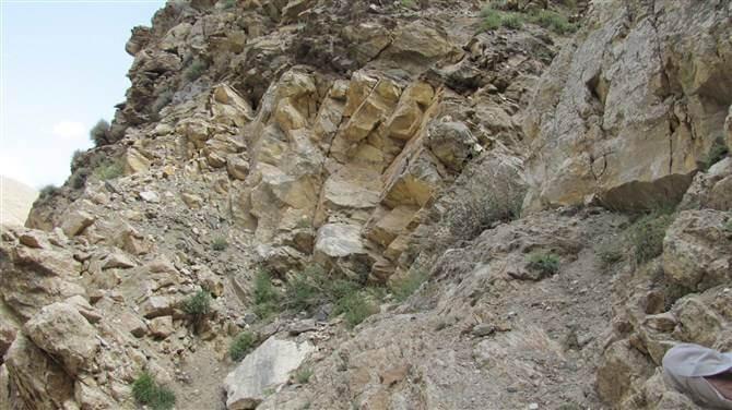 工程建设项目施工范围内挖到矿藏是否要办采矿许可证