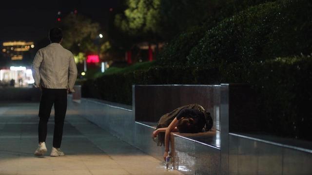 """《三十而已》林有有醉酒后险遭""""捡尸"""",涉及哪些法律问题?"""