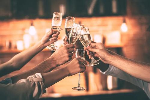 聚餐饮酒要注意:共饮人负有对过量饮酒者的救助义务