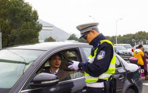 交警扣留事故车辆造成车主经济损失,被判玩忽职守罪