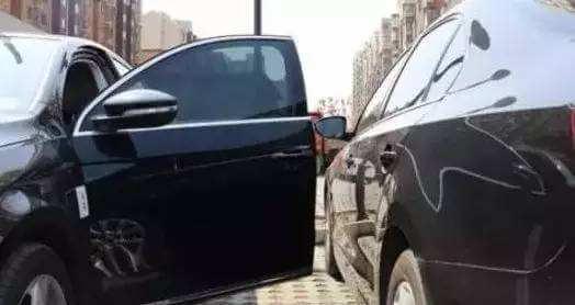 他人路边违章停车,我开车经过不小心剐蹭到他人的车辆,谁的责任?
